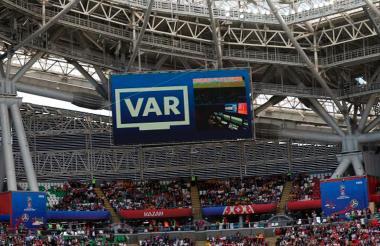 Momento en el que el VAR es utilizado durante un juego de Rusia 2018.