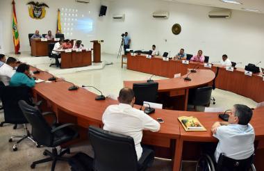 Los concejales durante el debate realizado ayer, en el que cuestionaron la inasistencia del Secretario de Tránsito.
