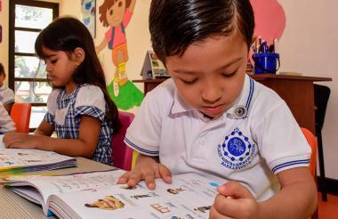 En el colegio Nuestra Señora de Lourdes todavía hacen uso de las cartillas para enseñar a leer.