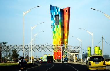 El monumento Ventana al Mundo, en la vía 40.