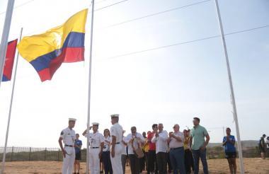 El tricolor ondea en la Villa Centroamericana junto al de otros países como Cuba, Puerto Rico y Honduras.