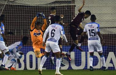 José L. Chunga salió mal en el gol de Rolando García.