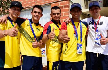 Didier Lugo, Jossimar Calvo, Andrés Martínez, Javier Sandoval y Carlos Calvo, gimnastas colombianos.