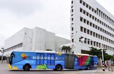 Un bus articulado de Transmetro.