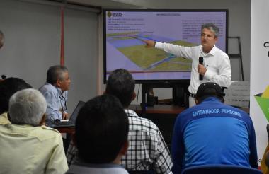 Carlos García durante el control social en Barranquilla.