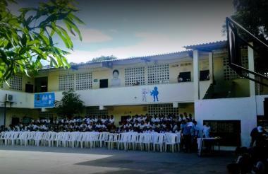 Vista interna del colegio situado en el barrio Simón Bolívar.