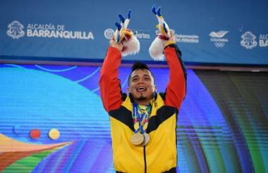 Carlos Berna festeja su triunfo.