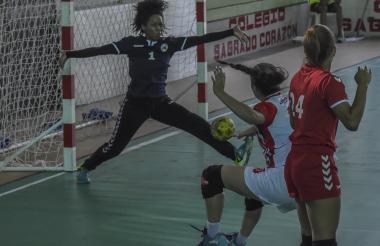 Acción del juego entre Puerto Rico y Costa Rica.