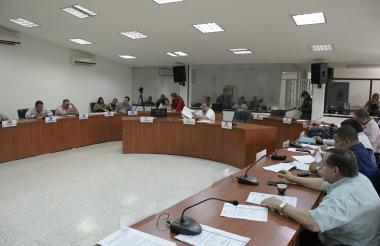 Los concejales debaten sobre las cifras de Migración en la sesión de este lunes.