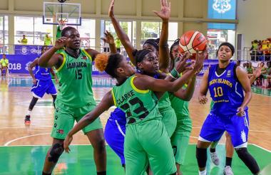 Acción del juego entre Islas Vírgenes y Jamaica.