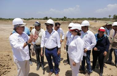 El gobernador Verano explica al ministro Sánchez los avances del proyecto.