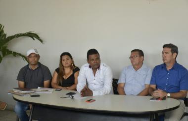 Miembros de la Federación Comunal del Atlántico en una rueda de prensa.