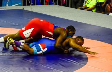 Mijaín López derrotó sin problemas a Leo Santana.