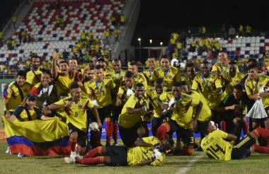 El festejo de los jugadores de Colombia luego de recibir la medalla de oro en los Juegos Centroamericanos y del Caribe.