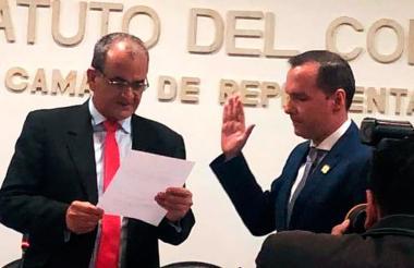 Momento en el que es posesionado Héctor Javier Vergara.