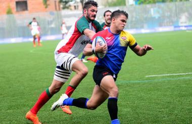 Una acción del juego entre Colombia y México por el rugby 7.