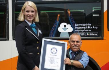 Frank Hachem recibe el título como nuevo Guiness World Records.