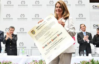 Marta Lucía Ramírez, con la credencial .
