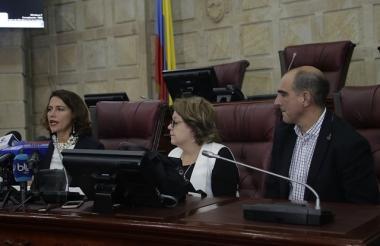 La nueva ministra del interior, Nancy Patricia Gutiérrez radicó varios proyectos de ley en el Congreso de la República.