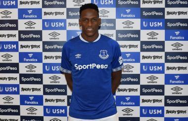 Yerry Mina con la camiseta de su nuevo club.