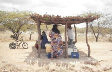 La comunidad wayuu de la Alta Guajira espera soluciones a la extrema pobreza.