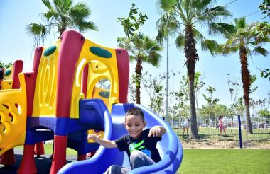 Un niño disfruta del nuevo Parque Ernesto McCausland, ubicado en La Chinita.