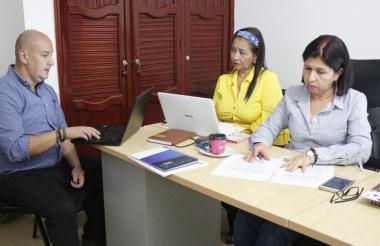 Alba Lucía Marín Villada, administradora temporal de la educación en La Guajira durante la firma de la prestación del servicio de internet.