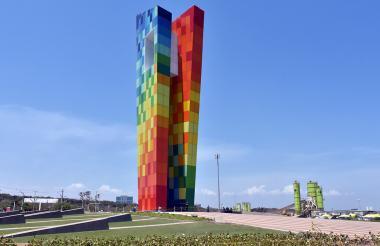 El monumento tiene 47,5 metros de altura y está hecho de 130 toneladas de acero.