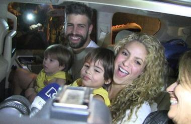 Shakira en su visita a Barranquilla junto a su pareja Gerard Piqué y sus hijos Milán y Sasha.