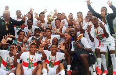 Los jugadores de la Selección Atlántico celebraron recordando los nueve títulos que tiene el departamento en esta categoría.