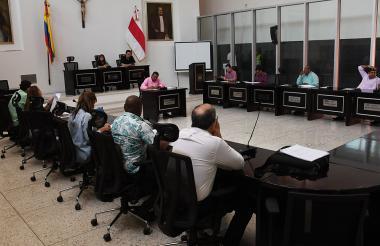 Diputados del Atlántico durante la sesión de ayer en el recinto de la Asamblea.