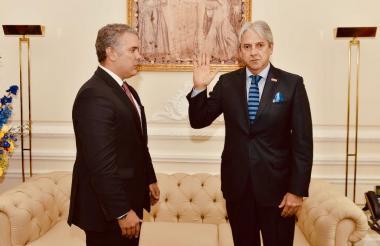 El nuevo alto consejero Presidencial para la Política, Jaime Amín, durante la posesión ante el presidente Iván Duque.
