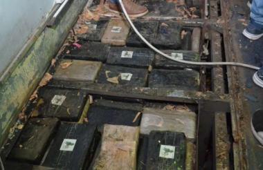 Alijo de 637 kilogramos, camuflado en el piso del vehículo, está valorado en 1,7 millones de dólares.