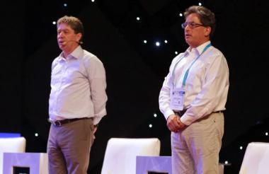 El presidente de la Andi, Bruce MacMaster, y el ministro de Hacienda, Alberto Carrasquilla.