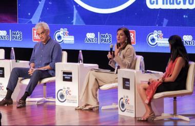 Ricardo Lozano, minambiente; Ángela Orozco, mintransporte, y Gloria Alonso, directora del DNP.