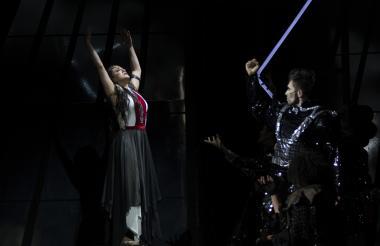 Natalia Bedoya (Aluna) y Diego León Hoyos (Mamu) son los protagonistas del elenco '!Ella es Colombia!' espectáculo que rinde un homenaje a nuestro país desde lo colorido de sus paisajes hasta el alma musical nacional.