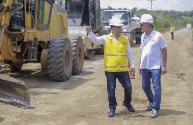 Dumek Turbay (izq) y Eduardo Verano (der), en la zona de obras.