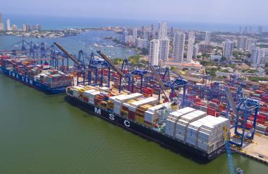 Buques en el terminal de contenedores de la Sociedad Portuaria de Cartagena.