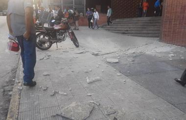 Algunos edificios fueron evacuados en ambos países.