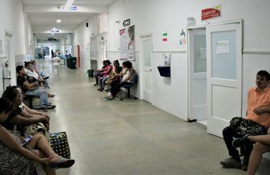 Un grupo de mujeres gestantes, a la espera de ser atendidas en urgencias.