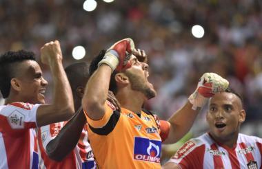 Sebastián Viera Celebrando el gol que le significó la victoria a Junior ante Medellín.