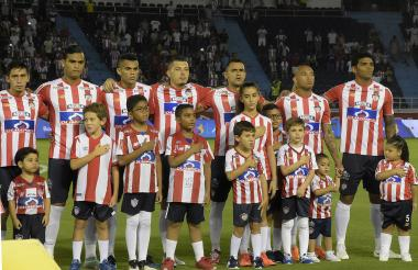 Jefferson Gómez junto a Sambueza, Luis Díaz y Pico.