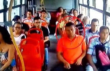 Imágenes de video donde se observa a Guerrero Silva cometiendo un hurto.