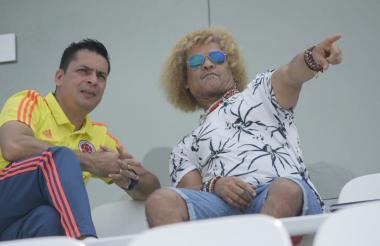 Carlos Valderrama con Héctor Cárdenas, técnico de la Selección Colombia sub-17.