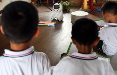 'Keeko' durante una clase con alumnos.