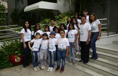 Un grupo de concursantes visitó EL HERALDO.