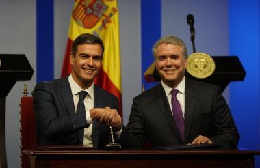 El jefe del gobierno español, Pedro Sánchez, y el presidente de Colombia, Iván Duque, tras el encuentro de este jueves en Bogotá.