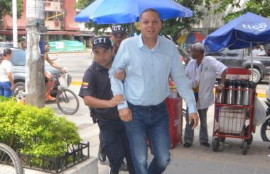 Edgardo Pérez  a su llegada al edificio Galaxia para las audiencias preliminares.