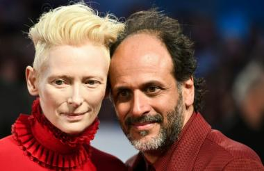 Tilda Swinton y el director Luca Guadagnino en el estreno de 'Suspiria'.