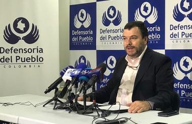 Carlos Alfonso Negret, defensor del Pueblo, durante una rueda de prensa.
